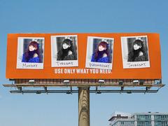 照片上了高速公路广告牌