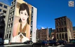 街头墙面悬挂你的照片