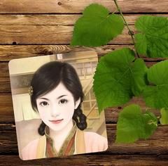木制墙面绿叶照片合成